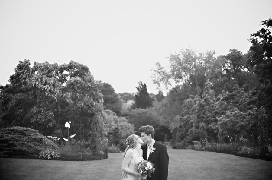 Sir Harold Hilliers Gardens Wedding Photographer (31)