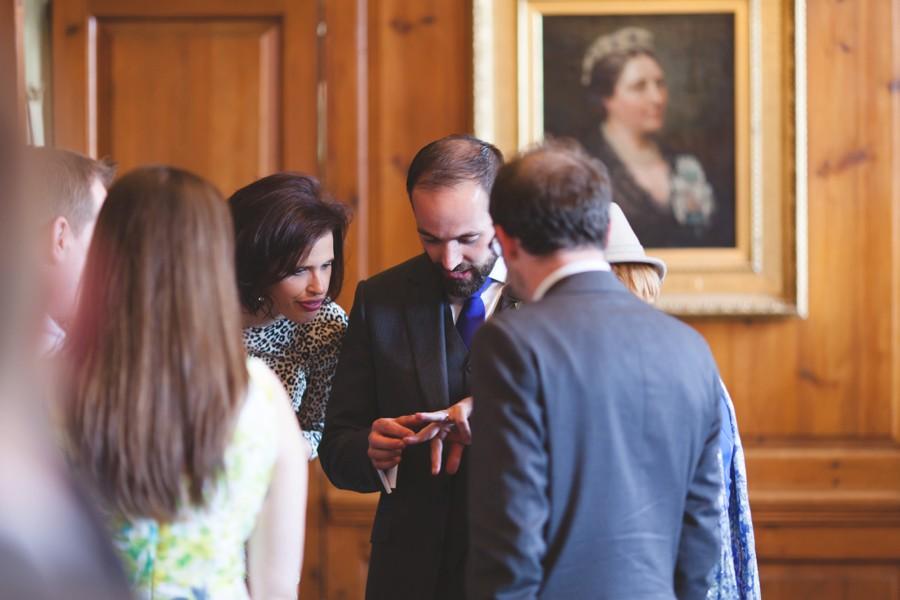 repotage-wedding-photographer-sculpture-gallery